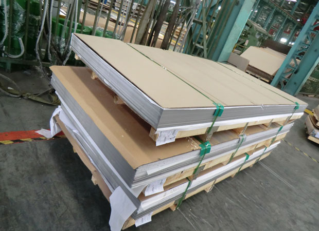 AISI-304-Stainless-Steel-Sheet-Mirror-Finish-packing