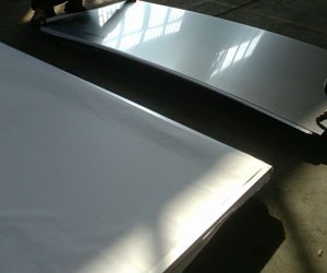 Water-cutting-of-stainless-steel-plates